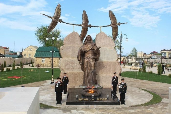 Парк боевой славы и памятник матери солдата
