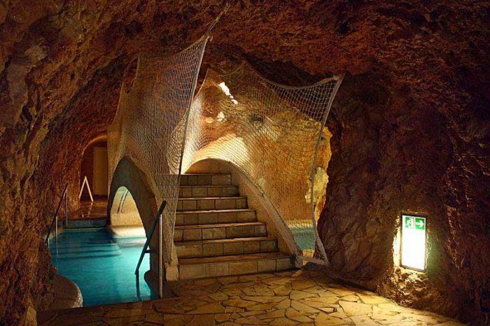 Пещерная купальня