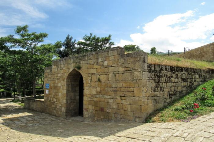 Прямоугольное и круглое водохранилища