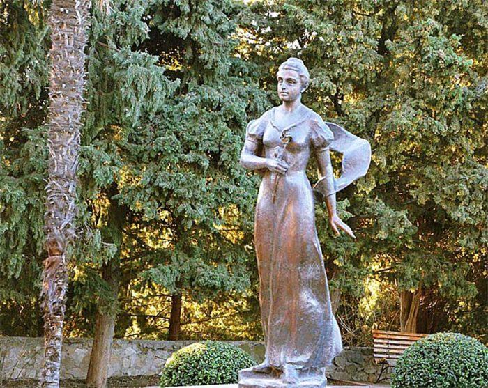 Статуя Анастасии Гагариной