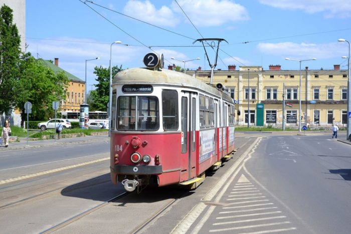 Трамвай на улице Сеченьи