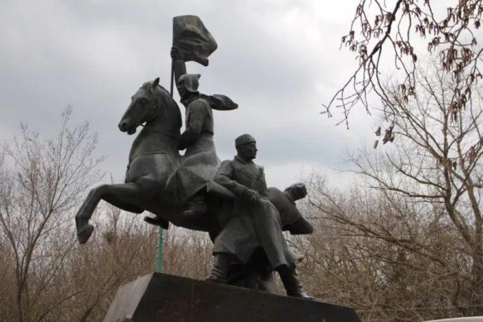Аллея Славы и монумент «Память»