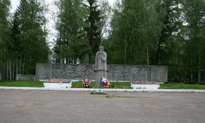 Памятник Скорбящая мать