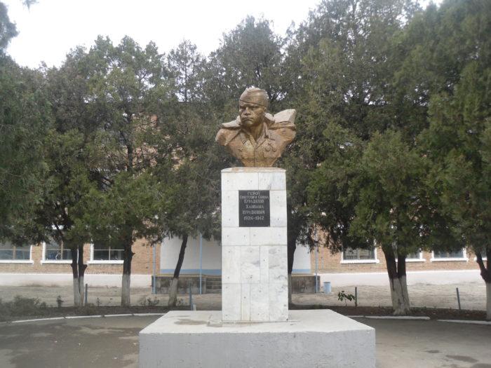 Памятник Ханпаше Нурадилову
