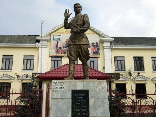 Памятник Солтан-Саиду Казбекову