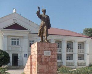 Памятник Зайналабиду Батырмурзаеву