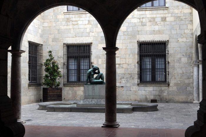 Скульптура Майоля во дворике мэрии