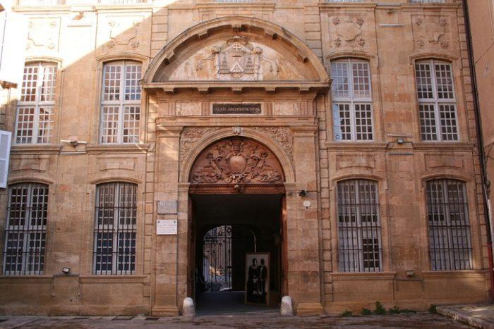 Бывший архиепископский дворец
