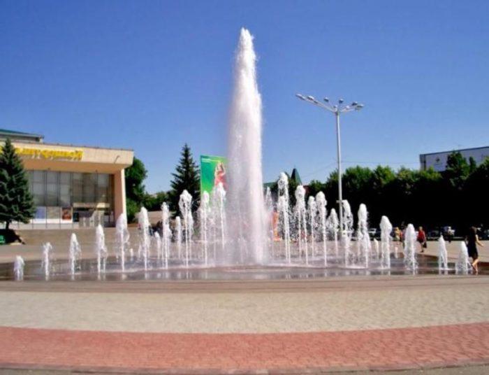 «Поющий фонтан» на центральной площади