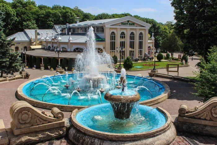 Театр-Парк и театральная площадь