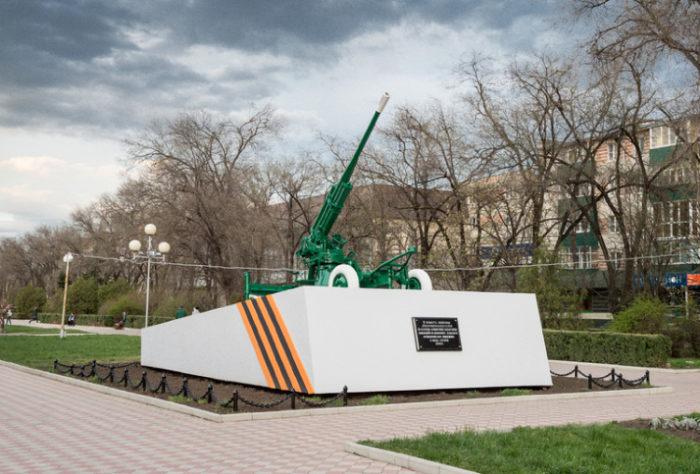 Зенитное орудие в память обороны города