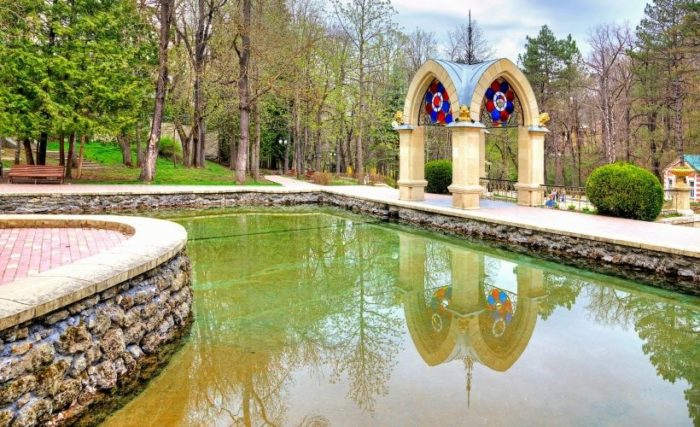 Зеркальный пруд и Хрустальная струя