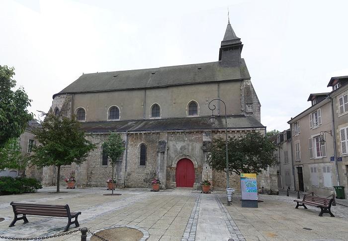 Церковь Сен-Пьер-ле-Пюйе