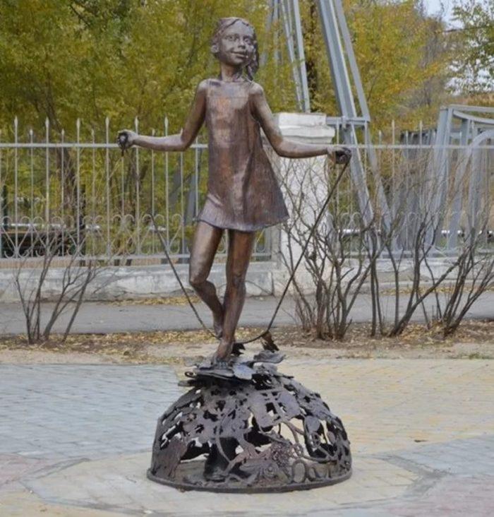 Памятник «Цветик-семицветик»