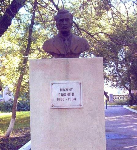 Памятник Мажиту Гафури