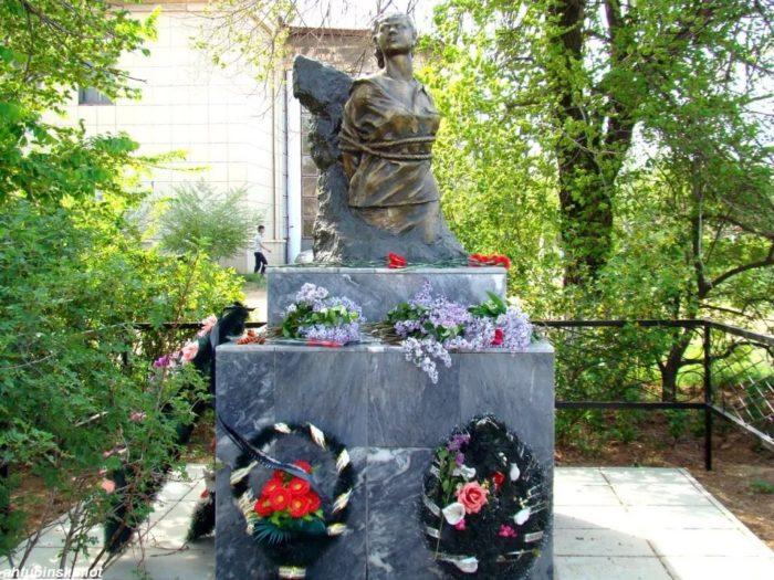 Памятник Валентине Заикиной