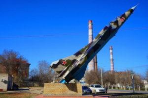 Памятник самолету МиГ-23