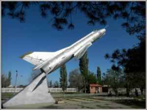 Памятник самолету Су-22