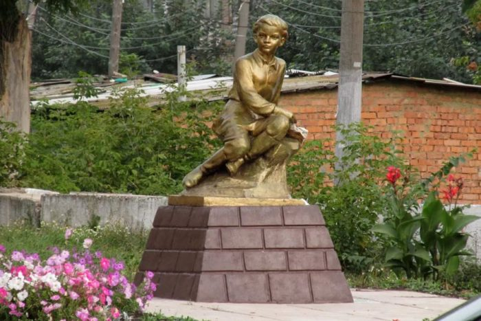Памятник Володе Ульянову