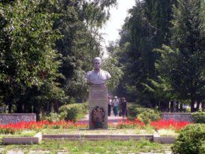 Памятник Герою Советского Союза Александру Матросову