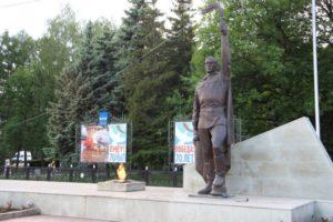 Памятники на Площади и в Парке Победы
