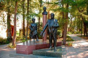 """Памятник """"Семья Гумилевых"""""""