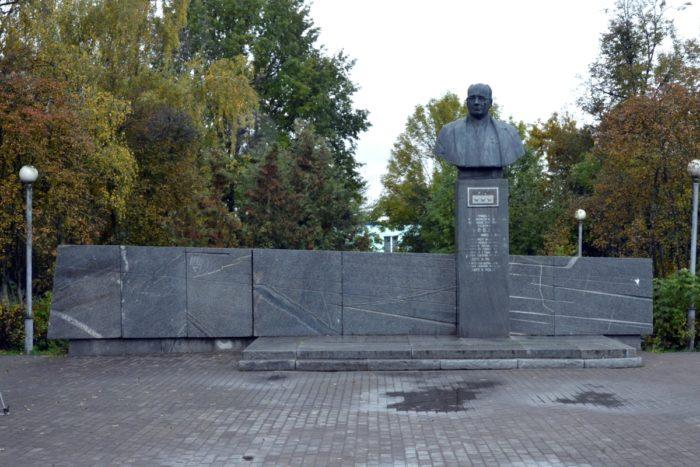 Памятник Туполеву