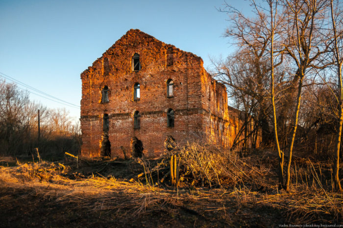 Руины сахарного завода Бобринских