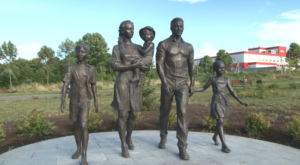 Памятник многодетной семье