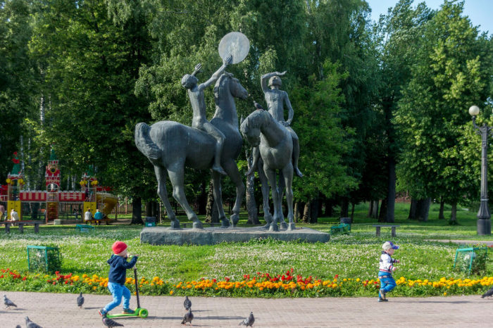 Скульптурная композиция «Дон и Шат»