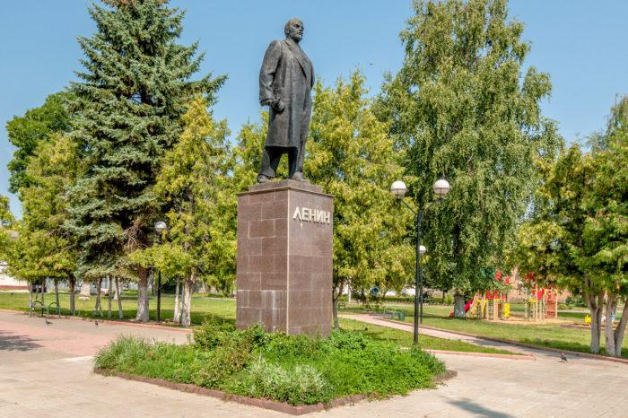 Три памятника Ленину