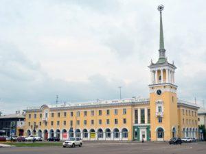 Здание почтамта и куранты