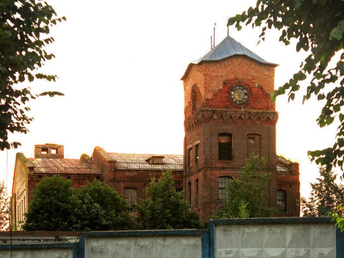 Башня Хлудовской мануфактуры с часами