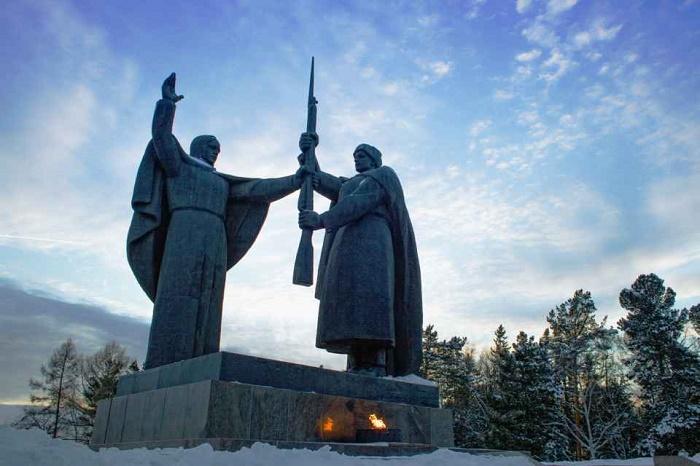 Монумент славы воинам-томичам