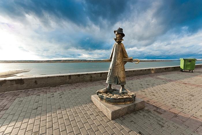 Памятник-шарж А.П. Чехову