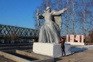 Памятник защитникам города Ярцево в 1941 году