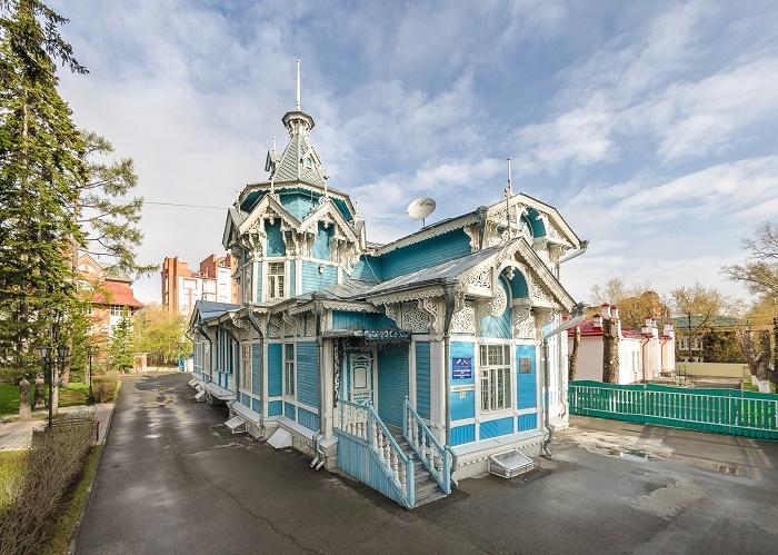 Томский областной Российско-Немецкий Дом (Дом с шатром)