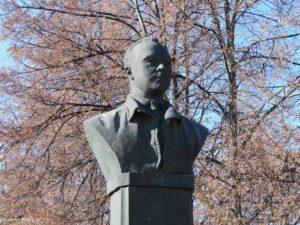 Памятник Поликарпову в Ливнах