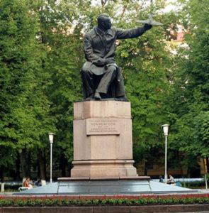 Памятники Николаю Поликарпову