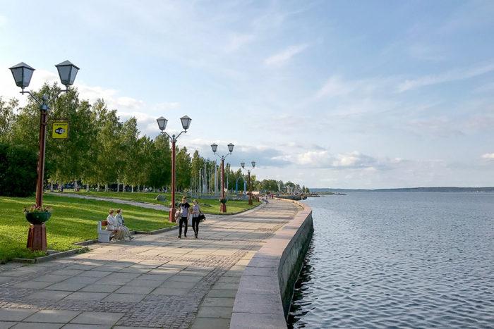 Набережная Онежского озера в Петрозаводске