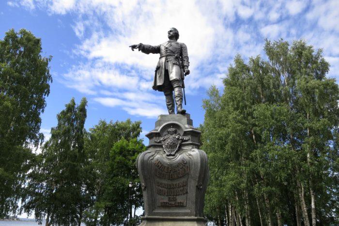 Памятник основателю Петрозаводска