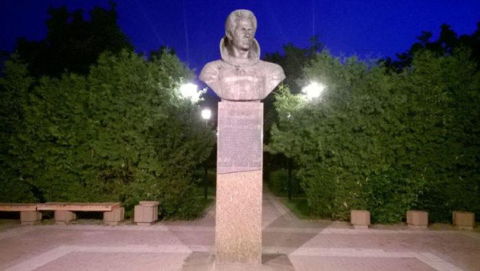 Бюст-монумент лётчику-космонавту СССР Иванченкову А.С.