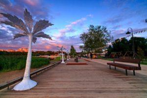 Городской парк и набережная озера Сенеж