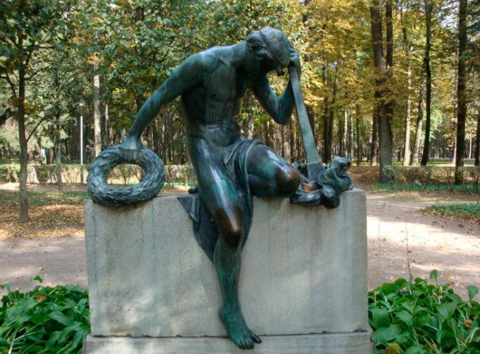 Скульптура «Скорбь»
