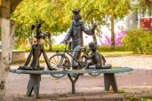 Скульптура «Трое из Простоквашино»