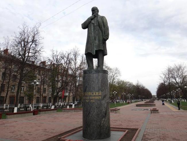 Памятник Н. Е. Жуковскому