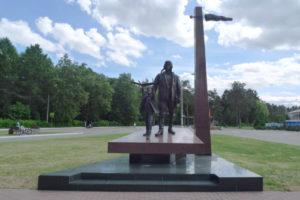 Памятник неизвестному лётчику в Жуковском парке