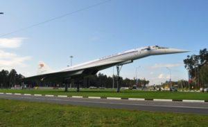 Памятник-самолет Ту-144