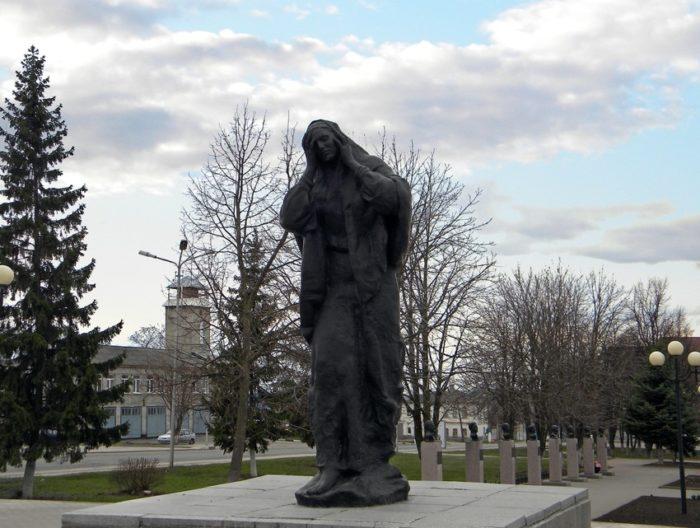 Мемориальный комплекс в честь павших на войне и Аллея Героев