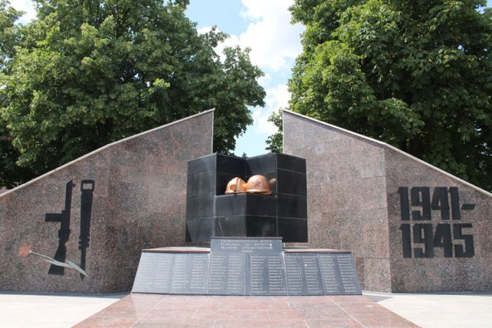 Памятники в Сквере шахтёрской славы имени Василия Кислова